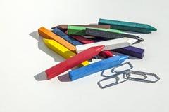 Crayon et agrafes Photographie stock libre de droits