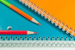 Crayon et cahier Photos stock