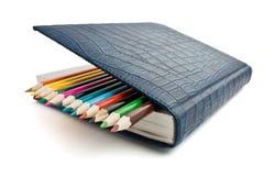Crayon et cahier d'isolement Images libres de droits