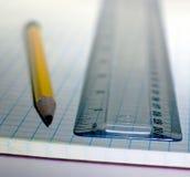 Crayon et grille de tabulation Photos stock