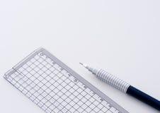 Crayon et grille de tabulation techniques photographie stock