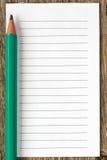 Crayon et papier rayé par blanc photographie stock