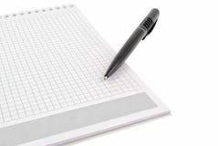 Crayon lecteur au-dessus de livre de bloc - notes Photos libres de droits