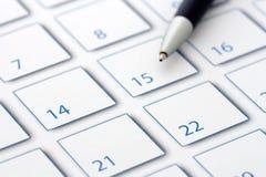 Crayon lecteur bleu sur le calendrier 1 Image libre de droits