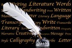 Crayon lecteur de cannette et encrier encastré sur le fond noir Image libre de droits