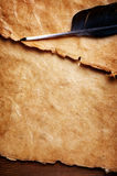 Crayon lecteur de clavette et vieux papier Images stock