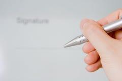 crayon lecteur de fixation de main de document Photo libre de droits