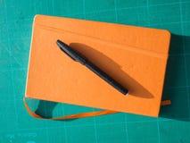 Crayon lecteur et bloc-notes Photos stock