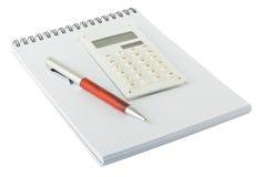 Crayon lecteur et bloc-notes blanc de calculatrice photo stock