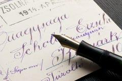 Crayon lecteur et carte postale Photos libres de droits