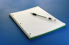 Crayon lecteur et papier Image stock