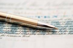 Crayon lecteur sur des actions Photo libre de droits