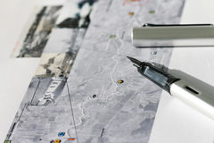 Crayon lecteur sur la carte image stock