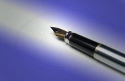 Crayon lecteur sur la lumière bleue image libre de droits