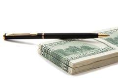 Crayon lecteur sur une pile d'argent comptant Photo libre de droits