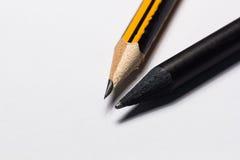 Crayon noir et crayon jaune Photo libre de droits