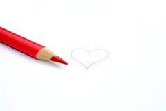 Crayon rouge de crayon et un coeur Images libres de droits