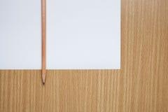 Crayon sur la table, l'instrument de blogger photographie stock libre de droits