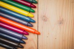 Crayon sur le fond en bois Photos stock