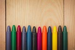 Crayon sur le fond en bois Photographie stock