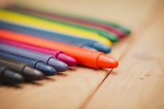 Crayon sur le fond en bois Photos libres de droits