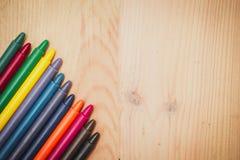 Crayon sur le fond en bois Photo libre de droits