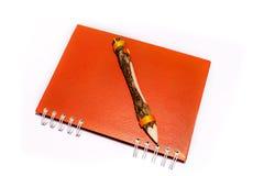 Crayon sur le livre de journal intime Images stock