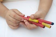 crayonholdingunge Royaltyfri Bild