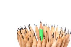 Crayonnez en bois d'isolement sur le chef blanc d'idée de concept de fond Photo libre de droits