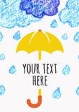 Crayonnez les nuages tirés par la main de croquis avec le parapluie jaune, mer de vecteur Images stock