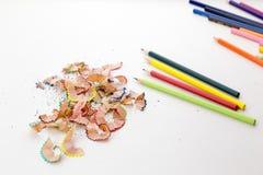 Crayons карандаша цвета и shavings карандаша Стоковое Изображение RF
