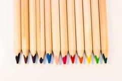 Crayons при другие цвета выровнянные вверх Стоковое Изображение