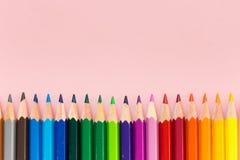 Crayons цвета в равном заказе Стоковое Фото