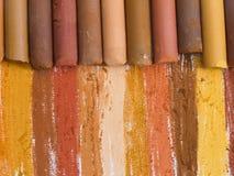 Crayons artistiques de Brown Photos stock