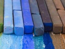 Crayons bleus et bruns Photo libre de droits