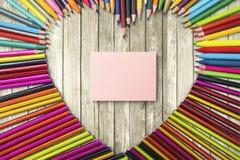 Crayons collants de note et de couleur Photos libres de droits