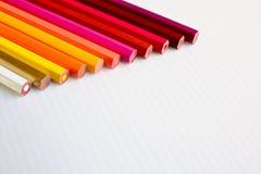 Crayons colorés avec l'espace photographie stock libre de droits