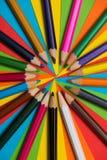 Crayons colorés Beaucoup de différents crayons colorés Images libres de droits