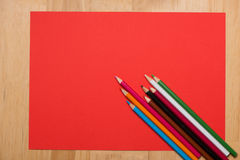 Crayons colorés Beaucoup de différents crayons colorés Photographie stock