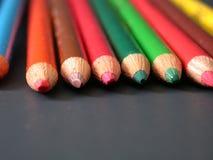 Crayons colorés, complètement dessus ! Photo libre de droits