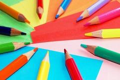 Crayons colorés d'isolement photo stock