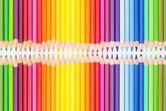 Crayons colorés dans l'ordre d'arc-en-ciel Photos libres de droits