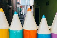 Crayons colorés dans le village de conte de fées de Songwol-Dong, Incheon, Corée Image stock