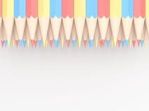 Crayons colorés de bleu et de jaune rouges disposés dans le modèle sur le wh Photo libre de droits