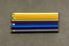 crayons colorés de ramassage Photo stock