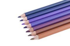 Crayons colorés de spectre bleu-brun d'isolement sur le fond blanc Photos stock