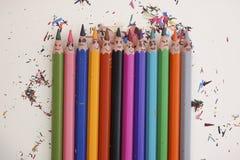 Crayons colorés heureux Image stock
