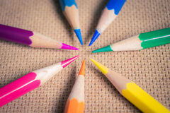 Crayons colorés par arc-en-ciel Photographie stock libre de droits