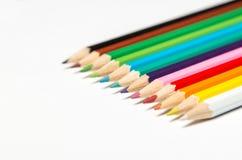 Crayons colorés par dièse sur le blanc Images stock