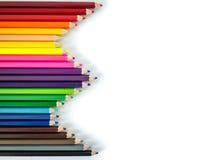 Crayons colorés rouges, bleus, jaunes sur le fond blanc Photos stock